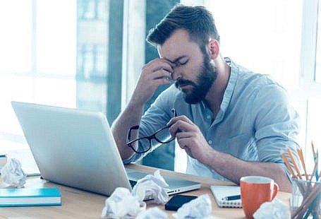 Motivele pentru care un barbatii se simt coplesiti de stres acasa