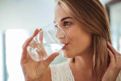 5 trucuri pentru a bea mai multa apa